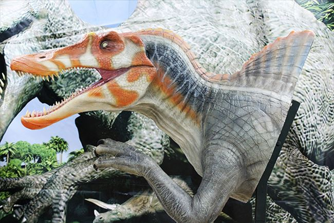 実寸大フィギュアスピノサウルス