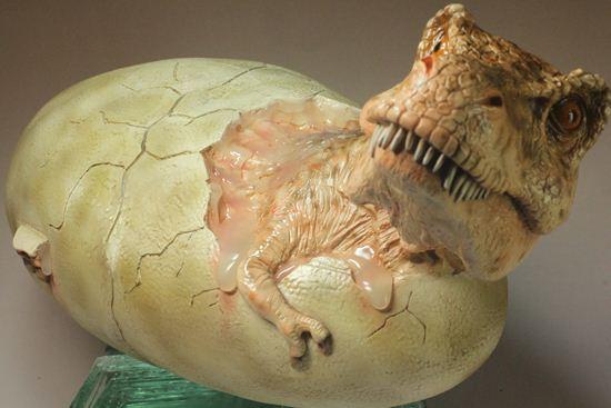 ティラノサウルスが生まれる瞬間レプリカ