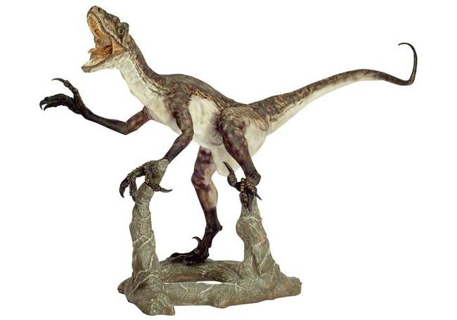 恐竜フィギュアデイノニクス